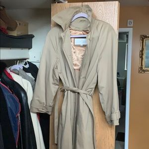 Beautiful classic trench coat lord and Taylor